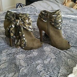 BAKERS  olive/moss green  booties with a scarf bow